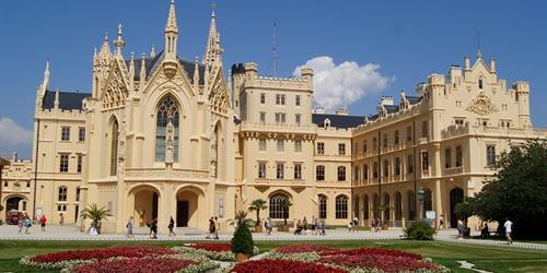 Замъците на Южна Моравия и Кралски Краков