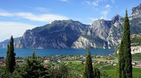 JEZERA A MĚSTA SEVERNÍ ITÁLIE A ŠVÝCARSKÉ ALPY