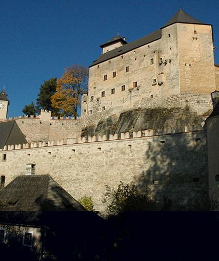 Hrady a zámky česko-rakouského Pomezí s návštěvou vinných sklepů v RETZU