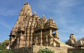 Magické rituály u posvátné řeky Gangy, romantický Tádž Mahal a další skvosty…