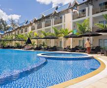 Pearle Beach Resort & Spa Mauritius 3: Buďte v centru dění v oblasti Flic en…