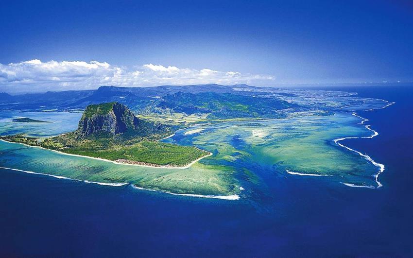 Outrigger Mauritius Beach Resort 5: Romantické jižní pobřeží Mauricia