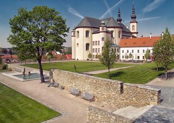 Hřebčín Slatiňany a město Litomyšl