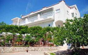 Apartmány v soukromých vilách - Pirovac