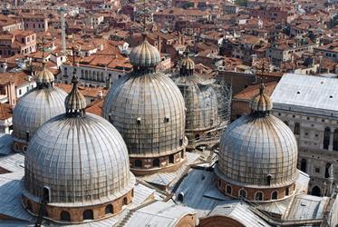 Benátky a ostrovy, La Biennale s výtvarníky