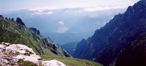 Hory a kláštery Drákulovy Transylvánie 2020