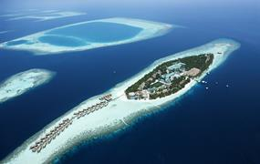 Vilamendhoo Island Resort & Spa 4