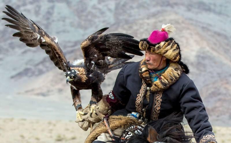 Muži s obrovskými ptáky tumblr