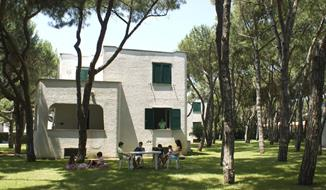 Baia Domizia / Vilky a apartmány Giulivo