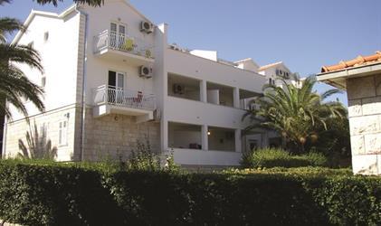 Aparthotel INA