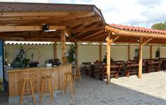 Venkovní bar s posezením
