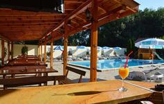 Denní bar u bazénu