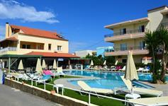 Bazén k dispozici u vedlejšího hotelu