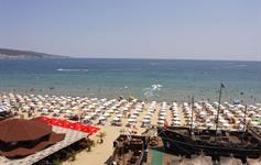 Pláž před resortem