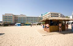 Plážový bar před hotelem
