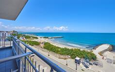 Pohled z hotelu na pláž