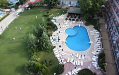 Venkovní hotelový bazén