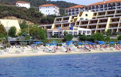 Pohled na pláž s hotelem