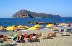 Písčitá pláž v letovisku Agia Marina