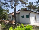 Bibione - Apartmány Pineta, venkovní posezení - bungalovy, 5% Sleva 1.Moment
