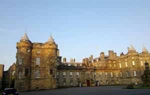 Edinburgh + Glen Coe + jezero Loch Ness + Fort Augustus + Rosslyn Chapel + loď Britannia