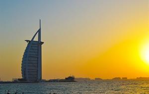 Dubaj + Abu Dhabí s českým průvodcem, letecky s Emirates