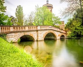 Kouzelný zámek Laxenburg, čokoládovna a plavba po podzemním jezeře