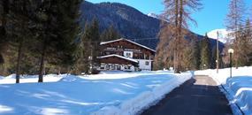 Hotel Scoiattolo - 5denní lyžařský balíček se skipasem a dopravou v ceně