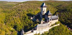 Hrad Karlštejn, Koněpruské jeskyně, Mníšek pod Brdy a muzeum Trabantů
