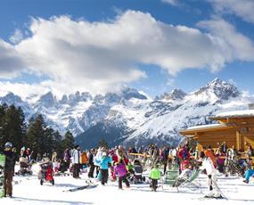 5denní lyžařský balíček Paganella – různé hotely s lyžováním pro ženy zdarma