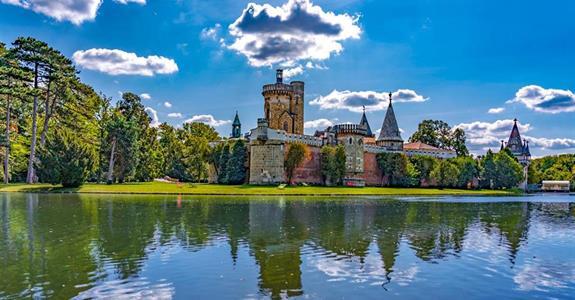Kouzelný zámek Franzensburg, čokoládovna a město Baden