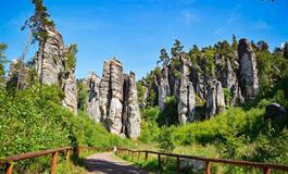 Skalní město, hrad Trosky a Rumcajsův svět z Brna