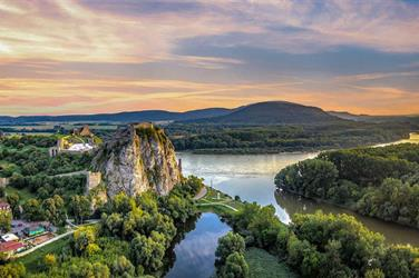 Bratislava s plavbou na Devín