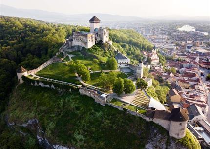 Do Trenčína a za Čachtickou paní