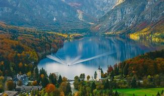 Jednodenní výlet k jezeru Bohinj s návštěvou vodopádu Savica