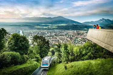 Alpský Innsbruck s návštěvou skokanských můstků 2021