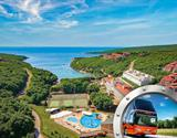 Zkrácená dovolená na Istrii v hotelu Duga Uvala s bazénem a dopravou v ceně