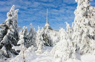 Jednodenní lyžování na Ještědu se skipasem v ceně