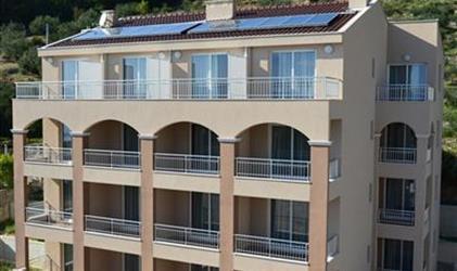 DRVENIK / HOTEL PALACE