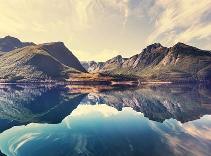 BERGEN, VOSSEVANGEN A NORSKÉ FJORDY (LETECKY)