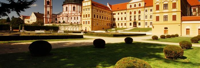Zámek Jaroměřice nad Rokytnou, postřižinské pivo a plavba lodí
