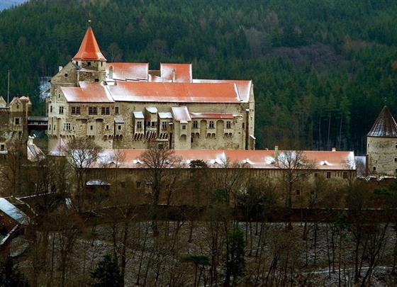 Žďár nad Sázavou a středověký hrad Pernštejn