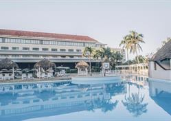 Hotel Breezes Bella Costa