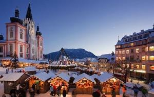 Čerti V Mariazell A Adventní Trhy