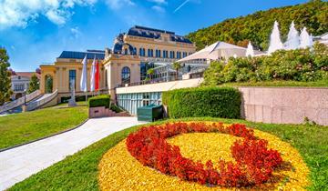 Římské Lázně V Badenu A Červnový Festival Růží