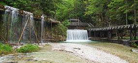 Dřevěná Vodní Stezka V Údolí Řeky Mendling