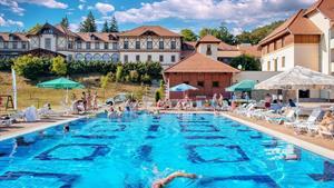 Parádfürdő, Erzsébet Park Hotel v krásné přírodě s neomezeným vstupem do wellness a polopenzí