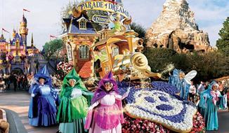 Jeden den v Disneylandu s fotopauzou u Eiffelovky