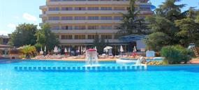 PRIMA Hotel Continental autobusem (8 denní pobyty)