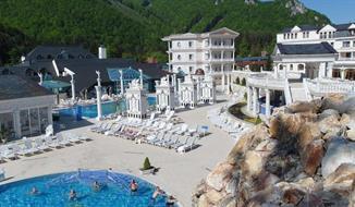Rajecké Teplice, hotel Malá Fatra se vstupem do termálních bazénů